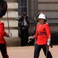 https://noticias.uol.com.br/internacional/ultimas-noticias/2017/06/26/canadense-e-a-1-mulher-a-comandar-cerimonia-de-troca-de-guarda-em-londres.htm
